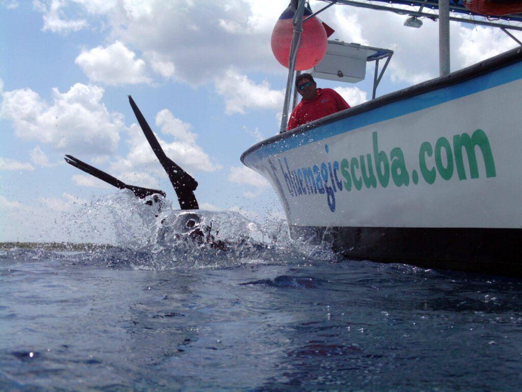 A perfect entry of a Cozumel scuba diver